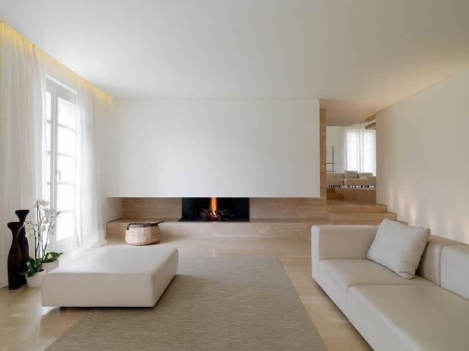 5 вариант интерьера: Пол, потолок и стены светлые.